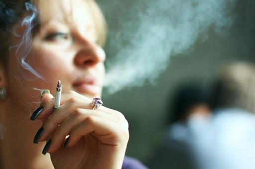 کشیدن سیگار در مکان های عمومی